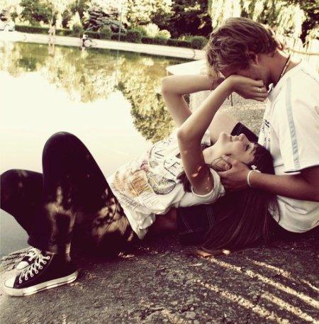 Amar, é se sentir feliz, por parecer bobo, ao provocar  o sorriso, no rosto de quem ama.